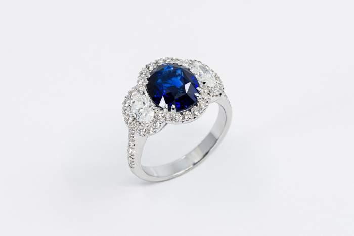 Anello mezzaluna diamanti e zaffiro Prestige - Gioielleria Casavola Noci - idee regalo donne - per occasioni importanti - main