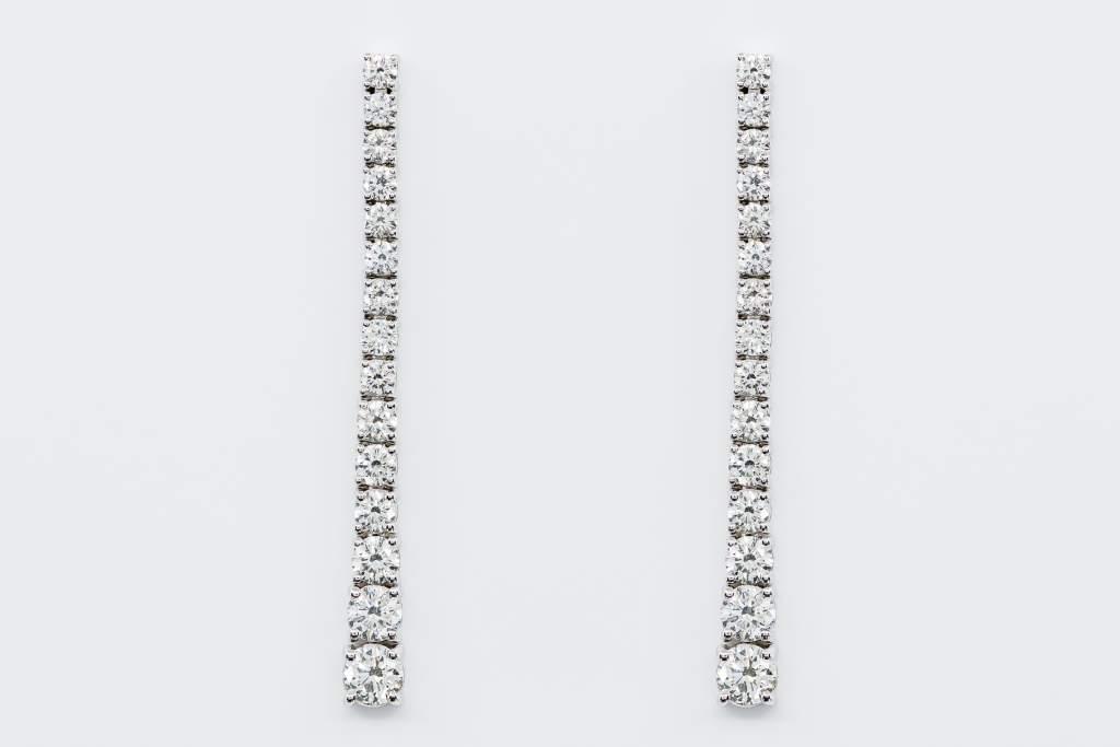 Crivelli orecchini lunghi pendenti diamanti oro bianco - Gioielleria Casavola Noci - gioielli tennis - idee regalo donne per ogni occasione