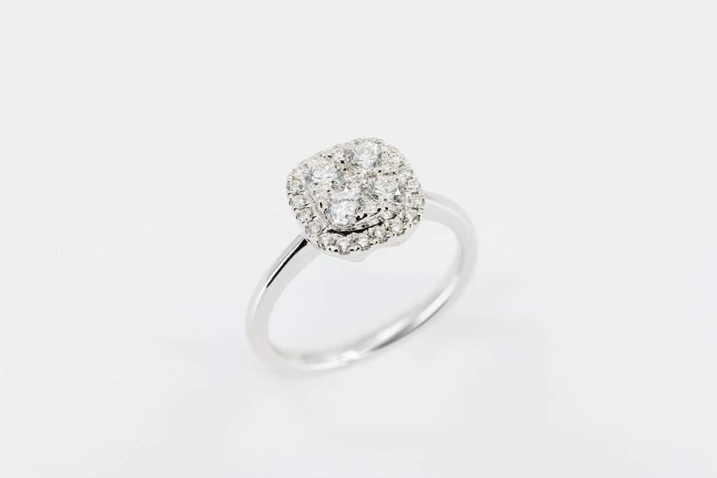Anello quadrato Invisible white - Gioielleria Casavola Noci - idee regalo donne - per fidanzamento