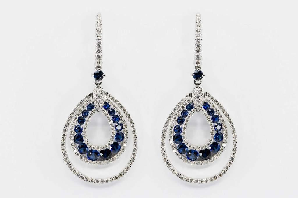 Crivelli orecchini pendenti fantasia zaffiri pavè - Gioielleria Casavola Noci - idee regalo donne per ogni occasione