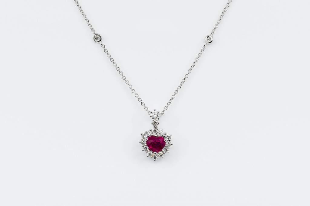 Collana cuore rubino pavé diamanti Prestige - Gioielleria Casavola Noci - idee regalo ragazza