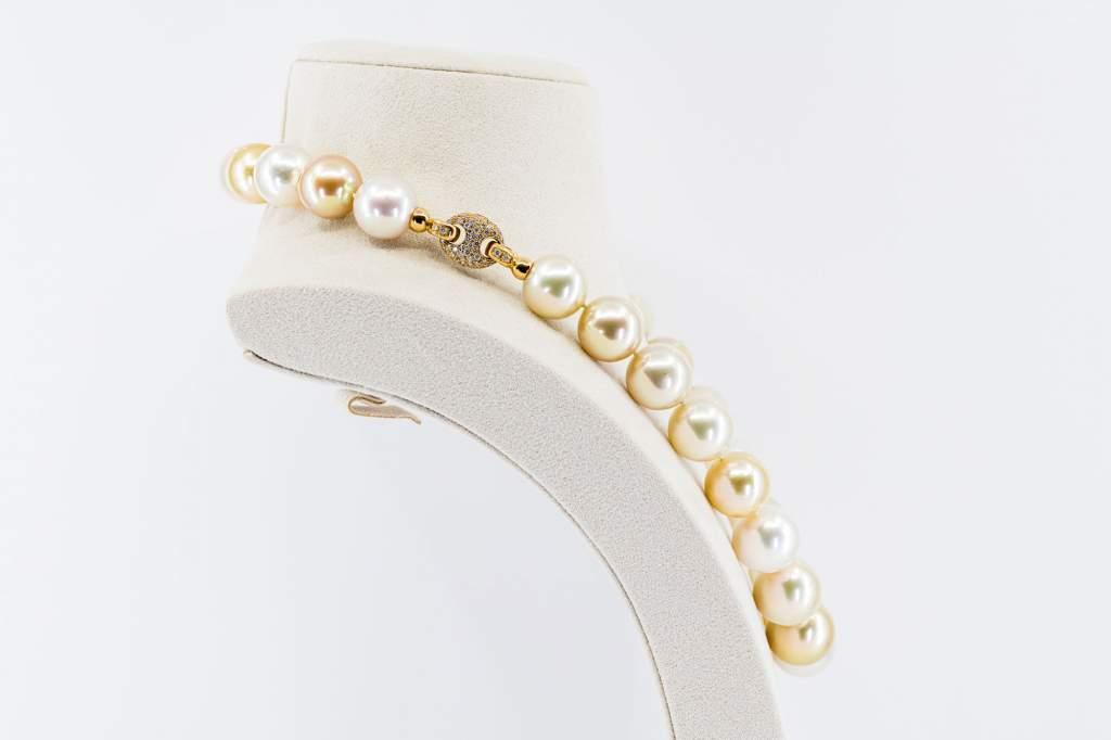 Collana girocollo perle australiane Prestige - Gioielleria Casavola Noci - idee regalo donne anniversario matrimonio - high end jewellry pearl - detail