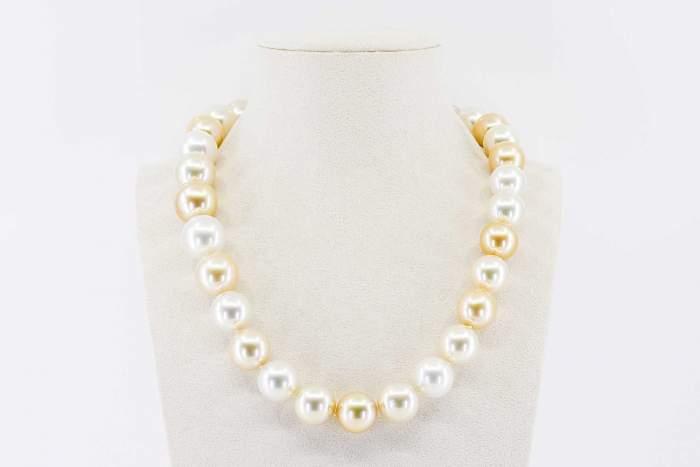 Collana girocollo perle australiane Prestige - Gioielleria Casavola Noci - idee regalo donne anniversario matrimonio - high end jewellry pearl - main