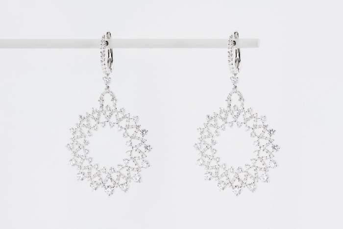 Crivelli orecchini pendenti a cerchio fantasia diamanti - Gioielleria Casavola Noci - idee regalo donne - high end jewelry earrings