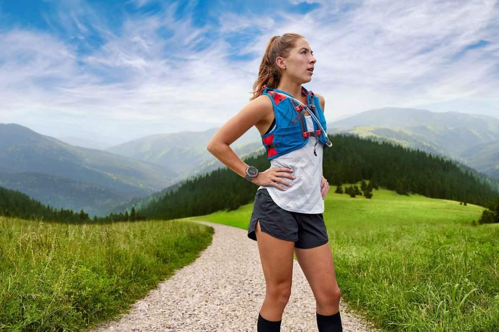 Garmin Enduro - Gioielleria Casavola Noci - sportwatch GPS multifunzione - still life - runner woman