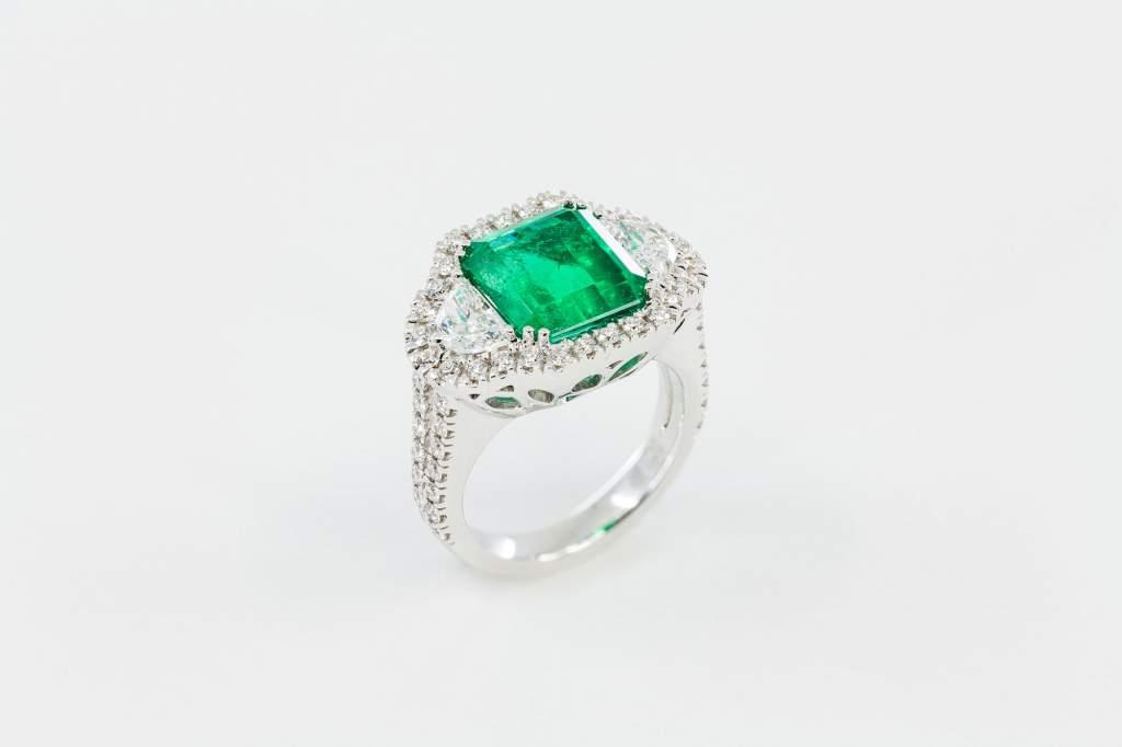 Anello smeraldo colombiano Prestige - Gioielleria Casavola Noci - high end jewelry - idee regalo donne